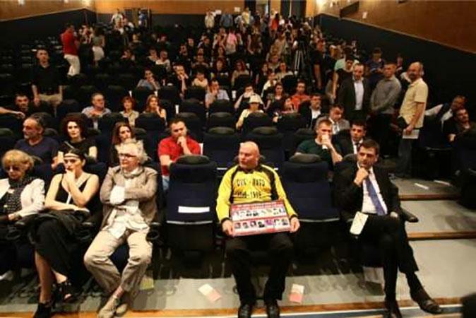 Протест Удружења Породица Несталих и Погинулих